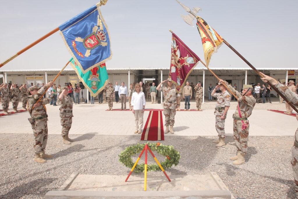 La exministra de Defensa, Carme Chacón, durante un acto de homenaje a los caídos del Ejército español